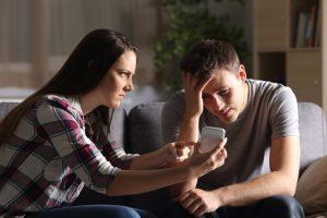 付き合う前の行動に注意。浮気する男性の共通点