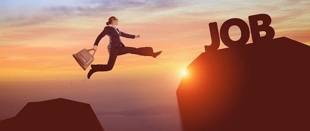 仕事占い|今転職したらどう変わる?見込める給与&5年後の姿