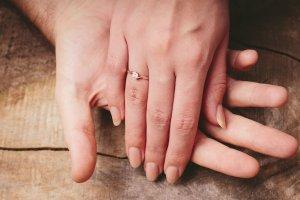 水晶玉子の恋占い|わけアリ恋◆あの人は既婚者のあなたをどう見てる?