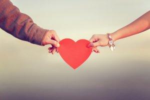 自分のことを好きな人を見分ける5つの方法「もしかして…私に気がある?」