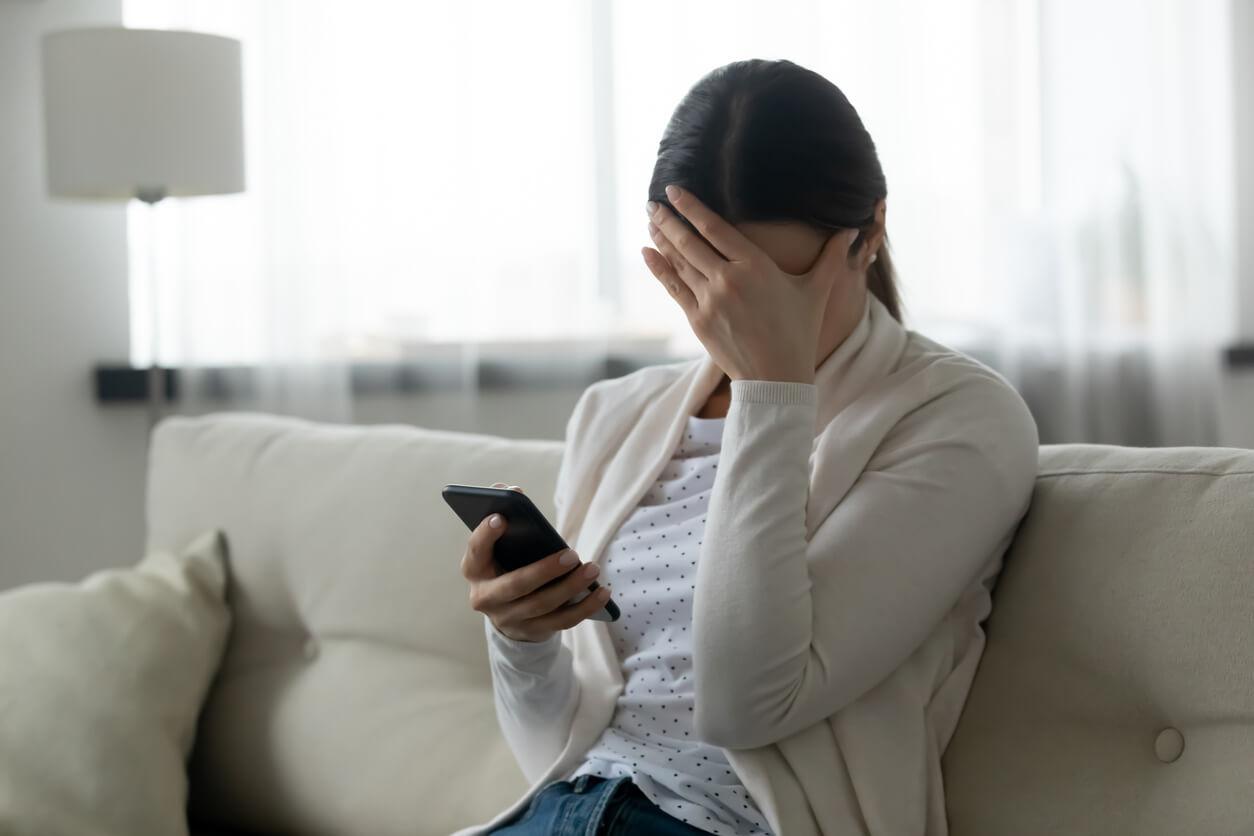 不倫相手が音信不通…連絡をくれない理由は?どう対処すれば別れずに済む?