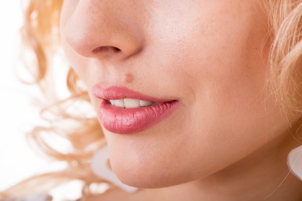 ほくろ占い 顔のほくろの位置で占う、あなたの運勢・恋愛タイプ