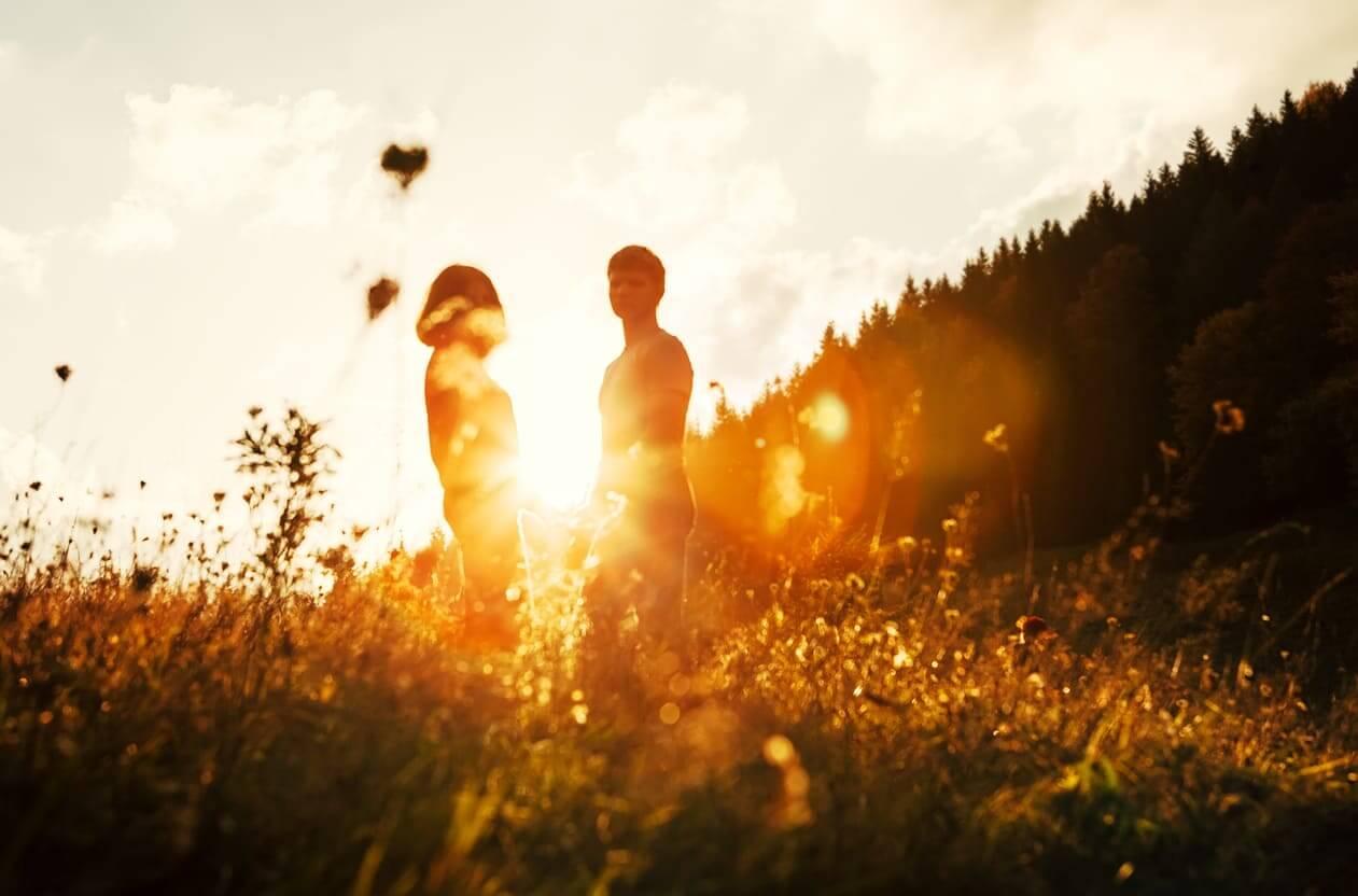 夢占い 初恋の人の夢の意味・心理を詳しく解説。なぜ初恋の人が夢の中に?