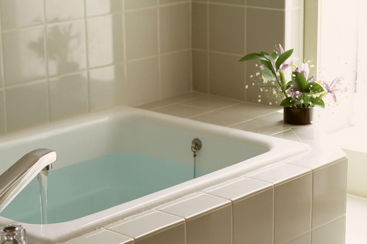 夢占い|お風呂の夢の意味は?大浴場に行く夢、汚れたお風呂の夢を見たら?