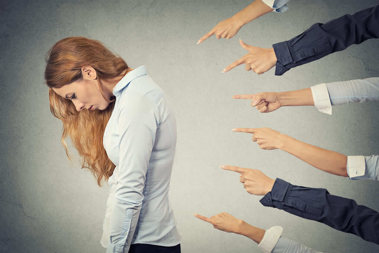 夢占い|怒られる夢の意味は?寂しさの表れ?怒る夢の違いを解説